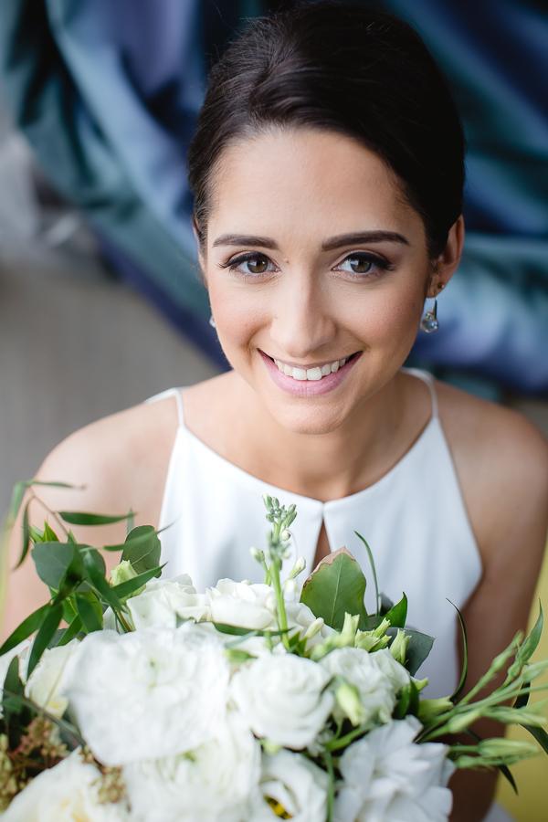 Classic bridal portrait with bouquet by greenSinner