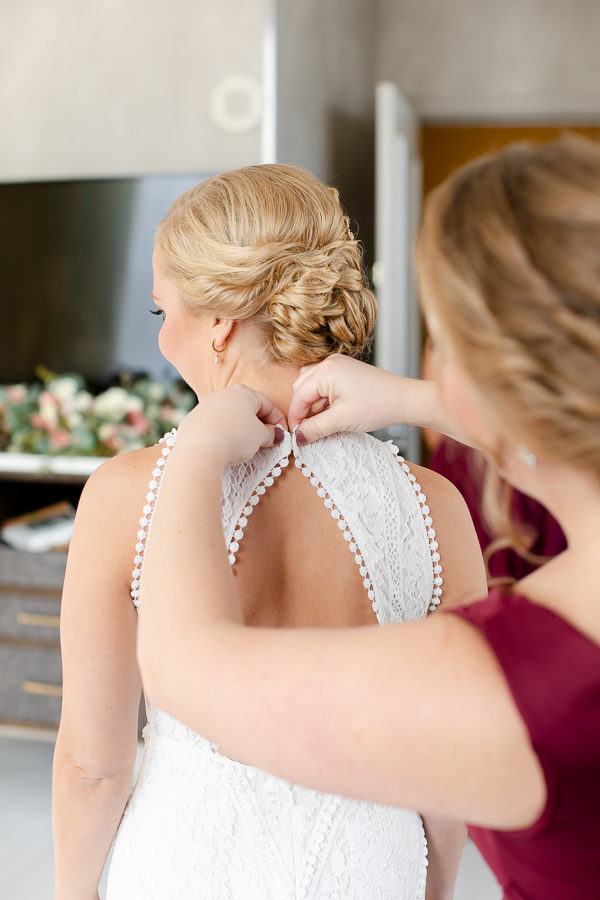 Bride and Bridesmaids Getting Ready at Renaissance Hotel Pittsburgh
